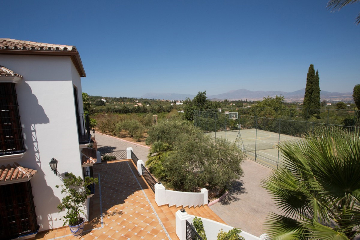 Finca in the heart of Alhaurin El Grande Finca with approximately 1.250 m2 built. In traditional sty,Spain