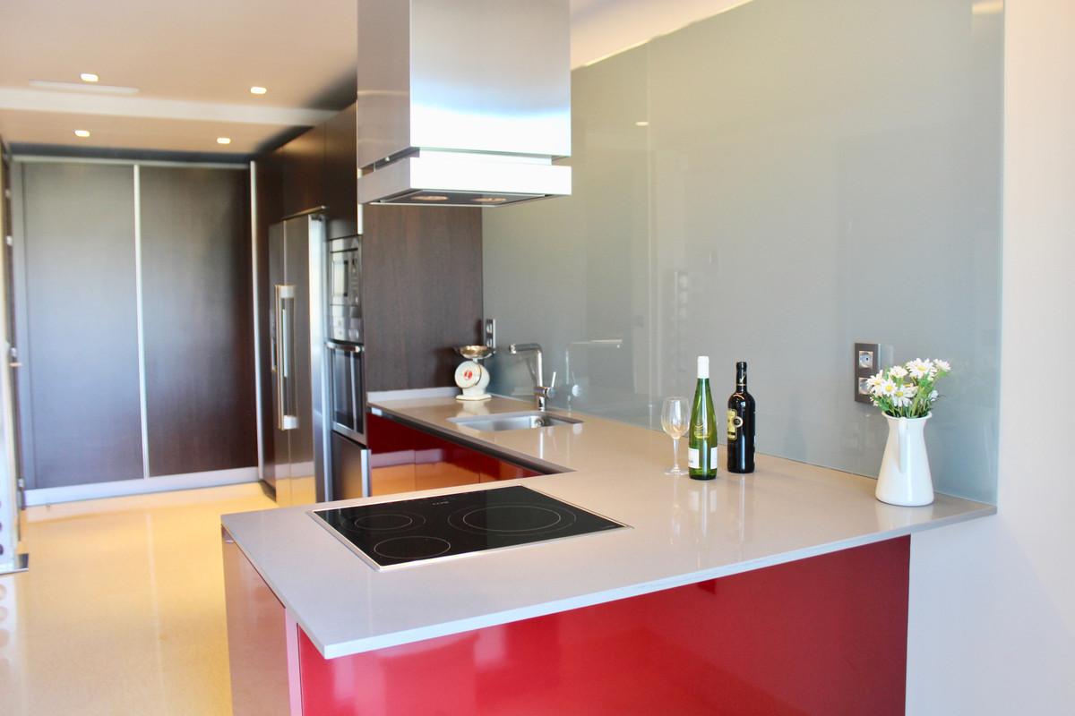 R3895822 | Middle Floor Apartment in Benahavís – € 575,000 – 3 beds, 2 baths