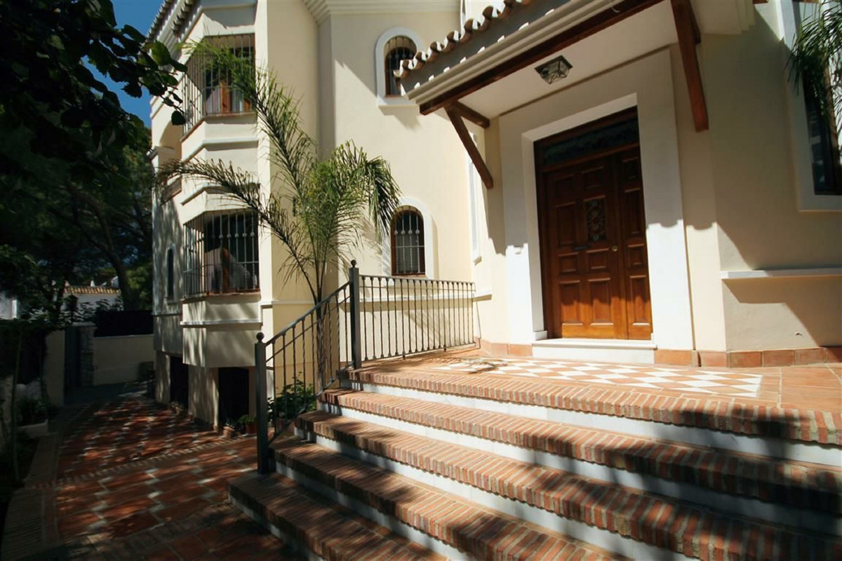 Newly built classic colonial style villa in one of the best beaches of Marbella, in El Rosario playa,Spain