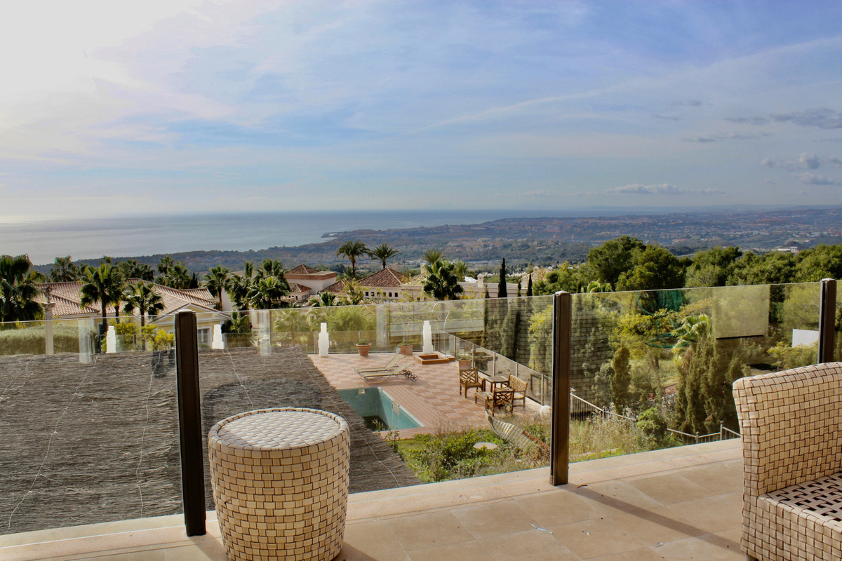 Villa to reform, with many possibilities and the BEST PANORAMIC VIEWS on the sea and the coast. Loca, Spain