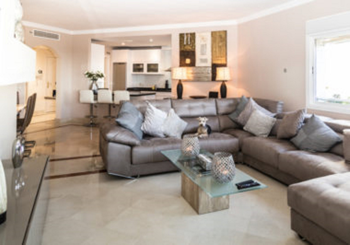 Marbella Banus Apartamento Planta Media en Venta en The Golden Mile – R3521800