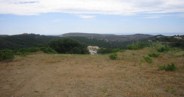 Fantastic flat plot of 3,800sqm with stuning views to the coast and golf course. Located west from M, Spain