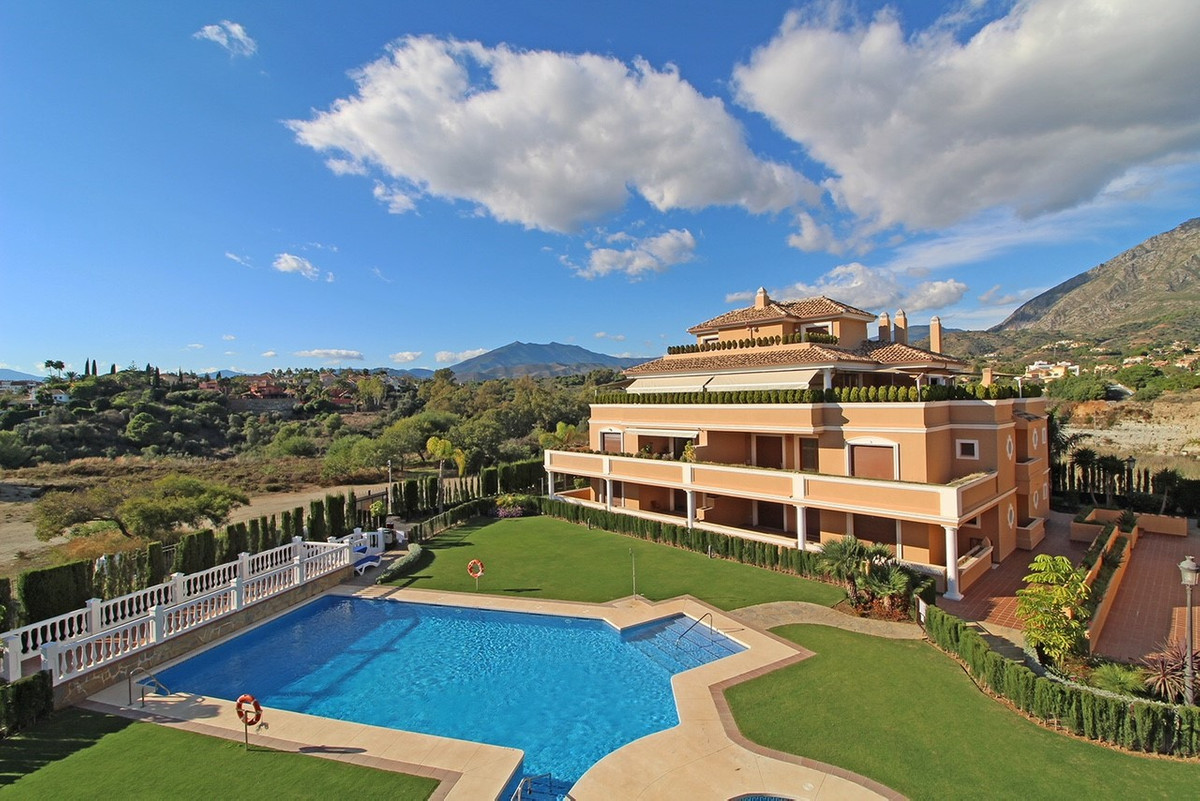 Luxury duplex penthouse for sale in Lomas del Rey in the heart of The Golden Mile. Southwest orienta, Spain