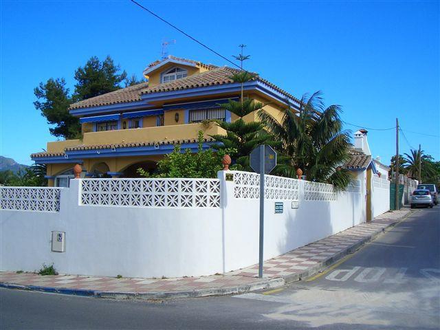 Villa – Chalet en venta, San Pedro de Alcántara – R2453774