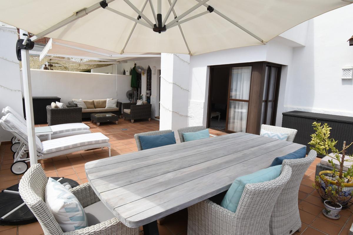 Apartamento Planta Media en Venta en Selwo – R3503704