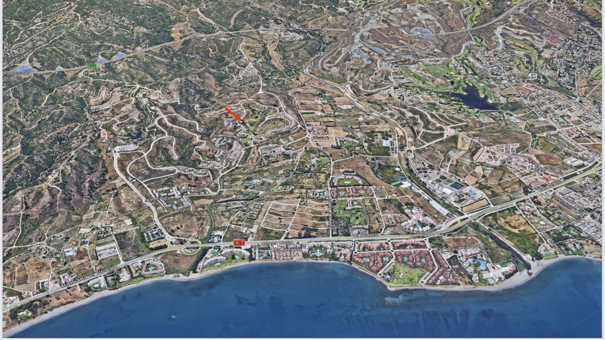 Amazing plot with sea views in La Resina Golf in Selwo. Plot size 1130m2. Potential to build a villa, Spain
