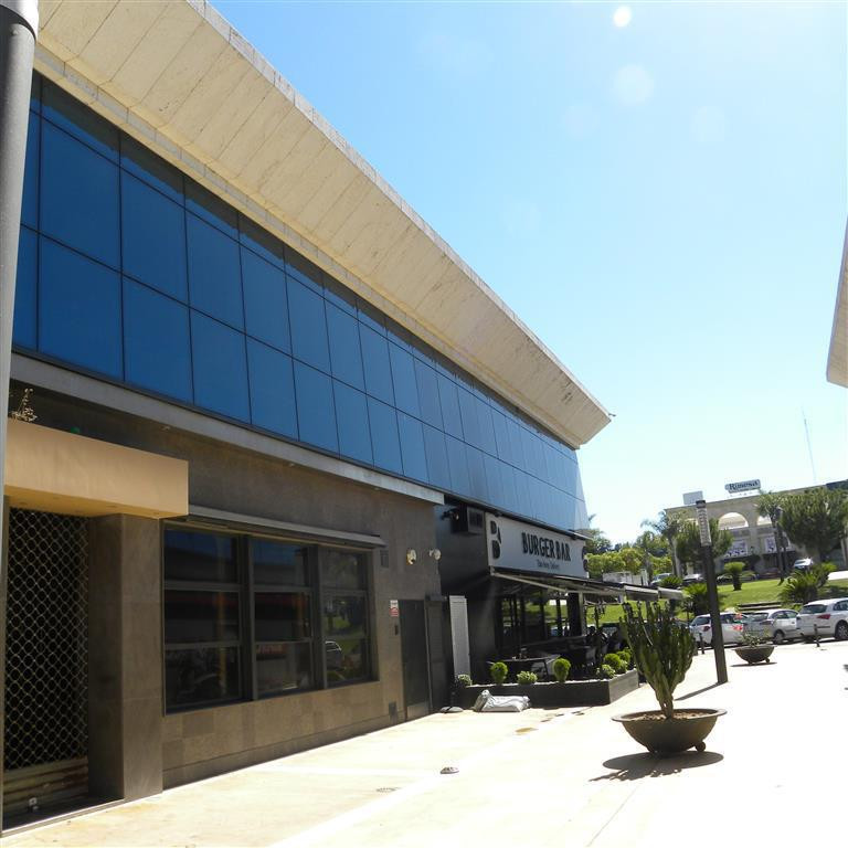 This office suite is located in a very prestigious modern building surrounded by various bars, cafes,Spain