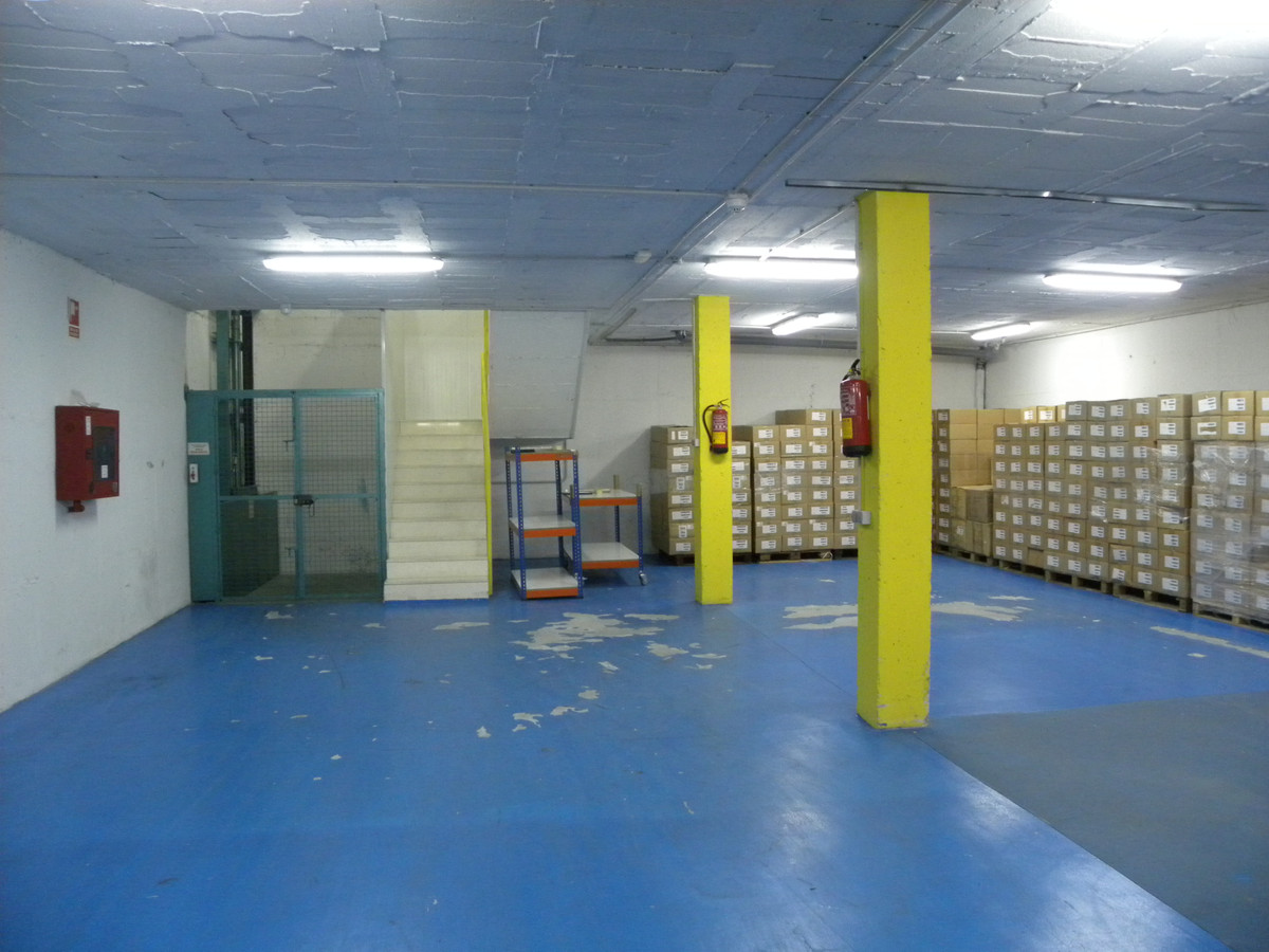 Warehouse in a great location of San Pedro.  Surrounded by many successful businesses with a continu,Spain