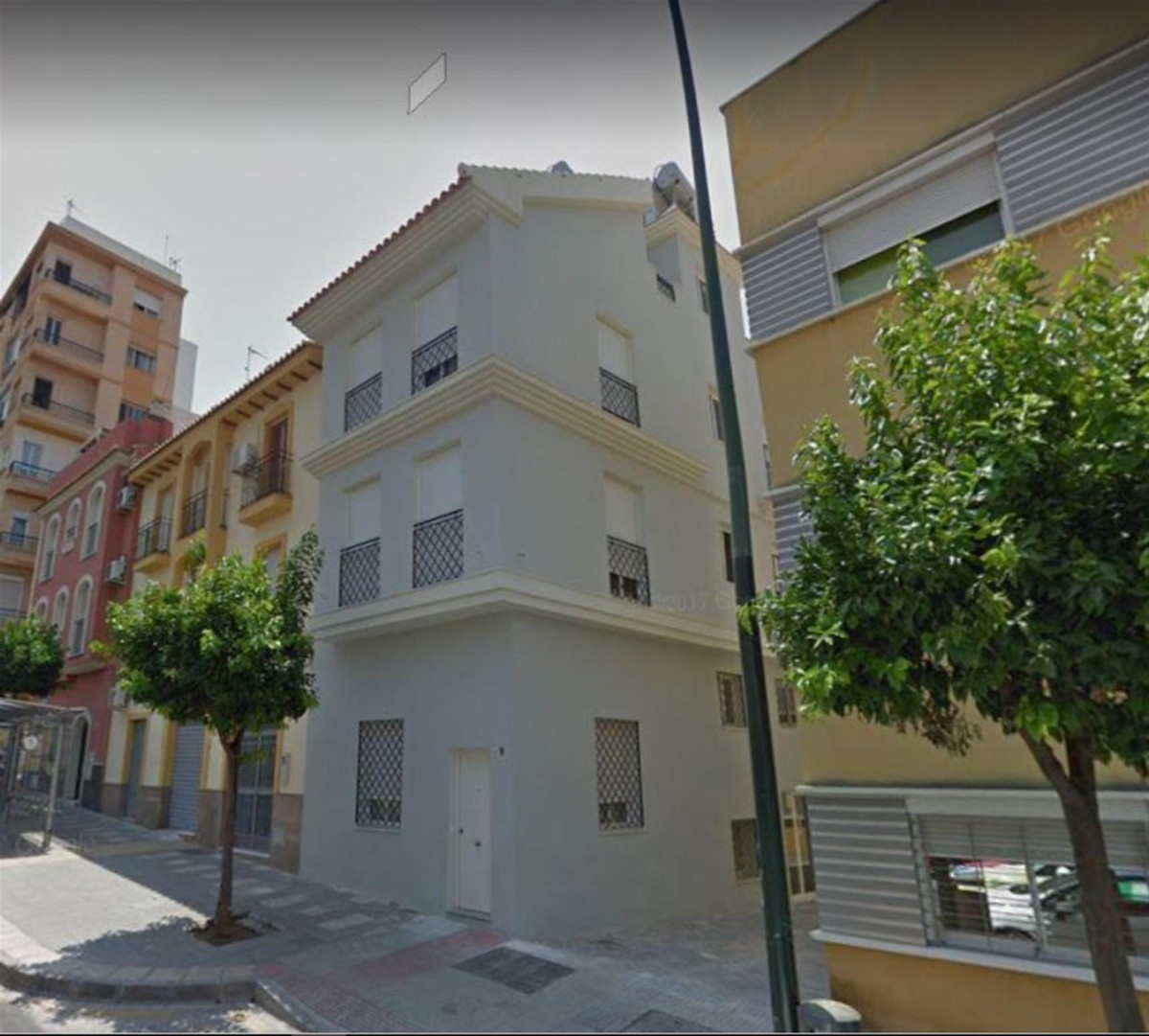 Freehold of building consisting of 6 studio apartments all reformed to a good modern standard. Lift ,Spain