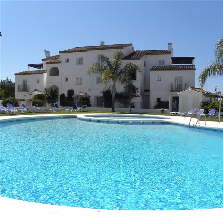 This studio apartment is in the popular area of Benavista in urb Las Palmeras with the shops, bars a,Spain