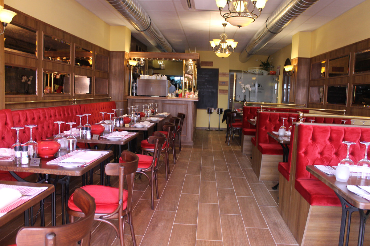 Beautiful and very successful restaurant in a buzzing commercial center in Calahonda, Mijas, El Zoco,Spain