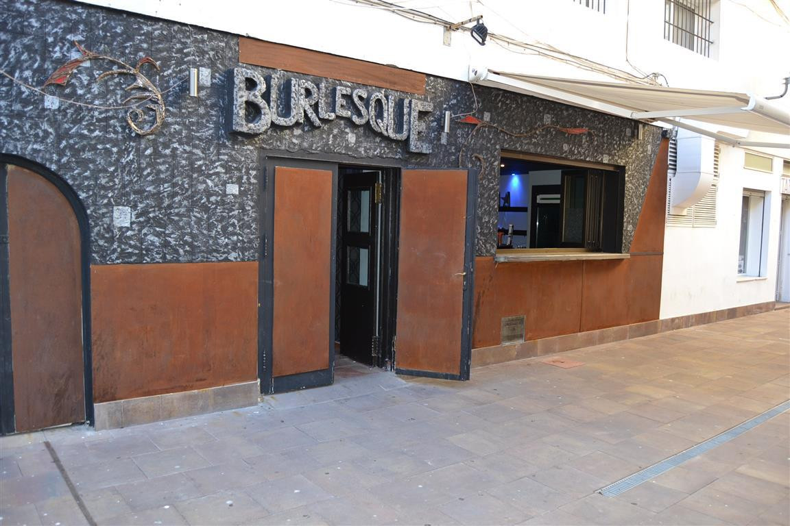 FREEHOLD FOR SALE  WITH TENANT IN SITU.  Freehold bar for sale just a few meters from the San Pedro , Spain