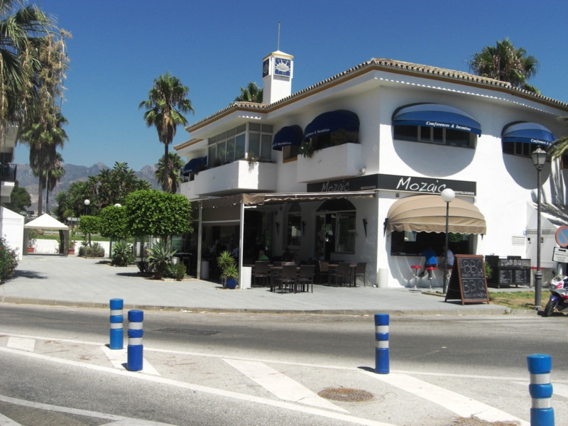 A totally unqiue opportunity to acquire a substancial part of a commercial building beachside in the,Spain