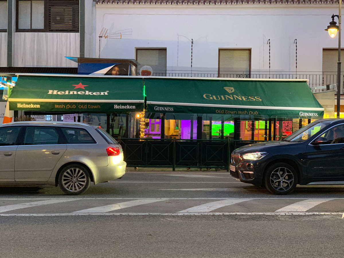 ***BAR/ RESTAURANT IN ESTEPONA FRONTLINE WITH ALL LICENSES - €125,000 TRASPASO with a 5 year lease t,Spain