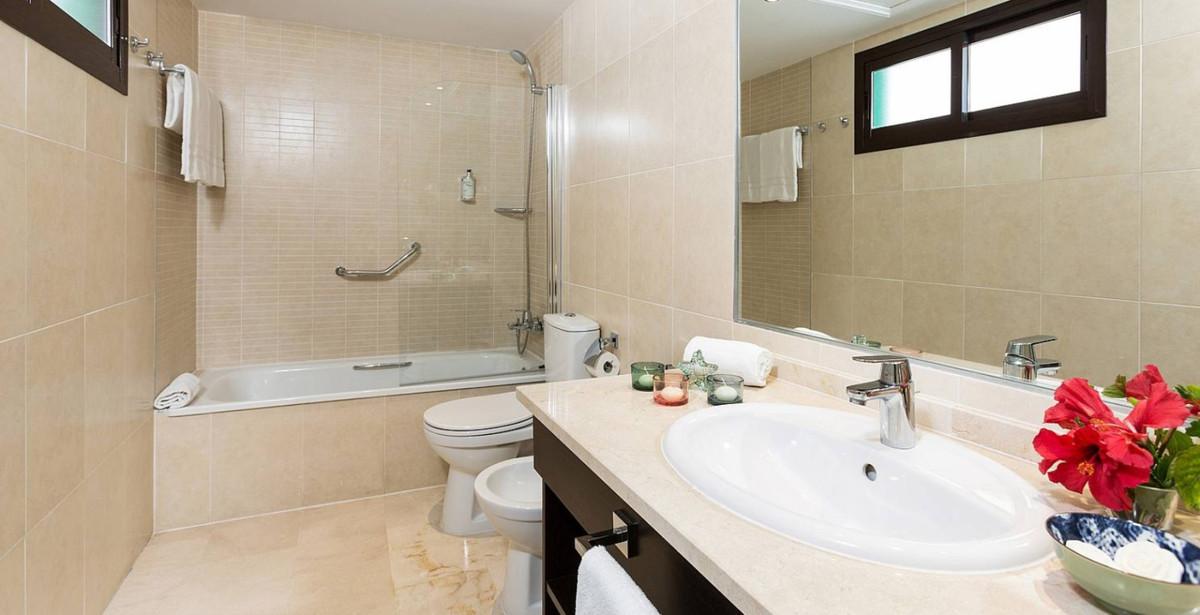 R3305875 | Ground Floor Apartment in Estepona – € 89,444 – 2 beds, 2 baths