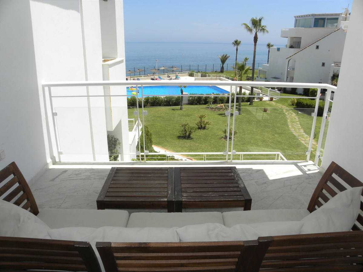 HUGE REDUCTION OF €100,000!!!!  An amazing frontline beach, South facing full frontal sea view apart, Spain