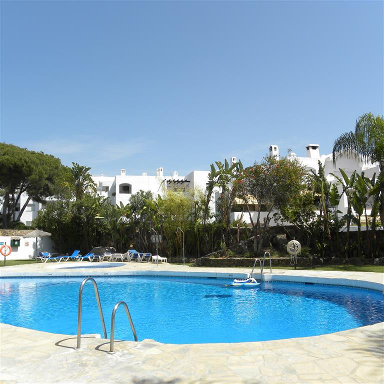 This studio has just come on the market and is in a very popular Urb Benavista. There is a wide rang,Spain