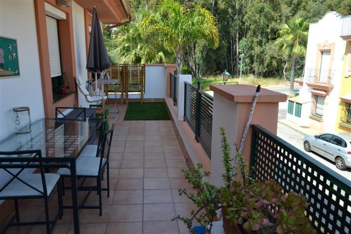 Very well kept middle floor apartment in Diana, Atalaya. The property consists of three bedrooms and,Spain
