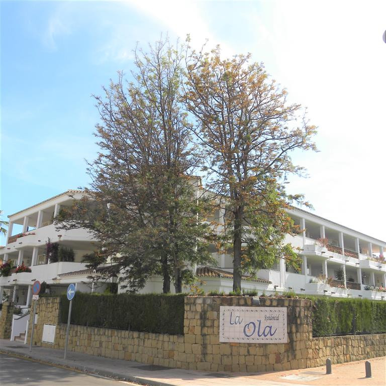 This well presented apartment is in a perfect location for a permanent or holiday home being located,Spain