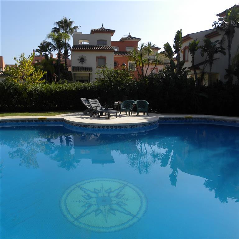 Wonderful beachside townhouse in an excellent position being walking distance not only to Laguna Vil, Spain