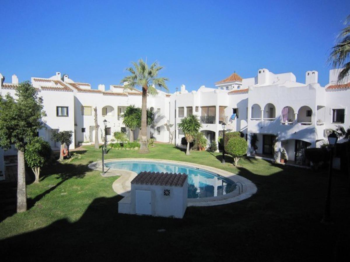 Marbella Banus Adosado en Venta en Bel Air – R3477277