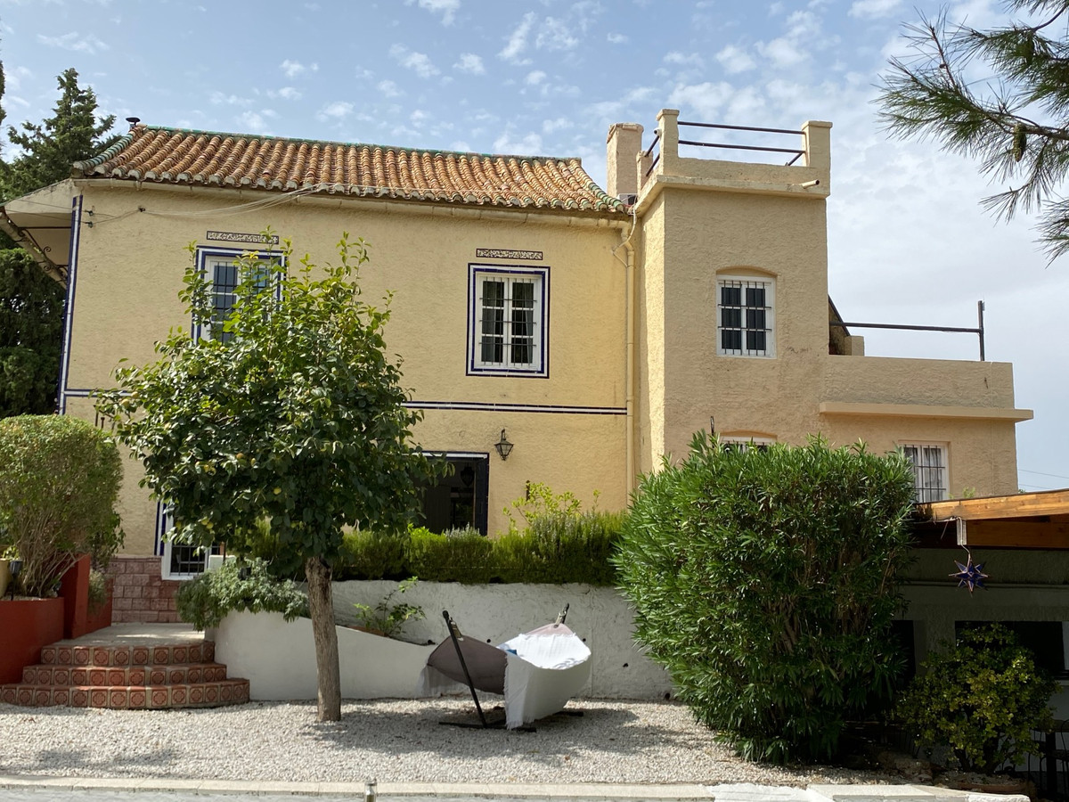 Unique opportunity to take over a well running B&B.  This very well running B&B with 6 rooms,Spain