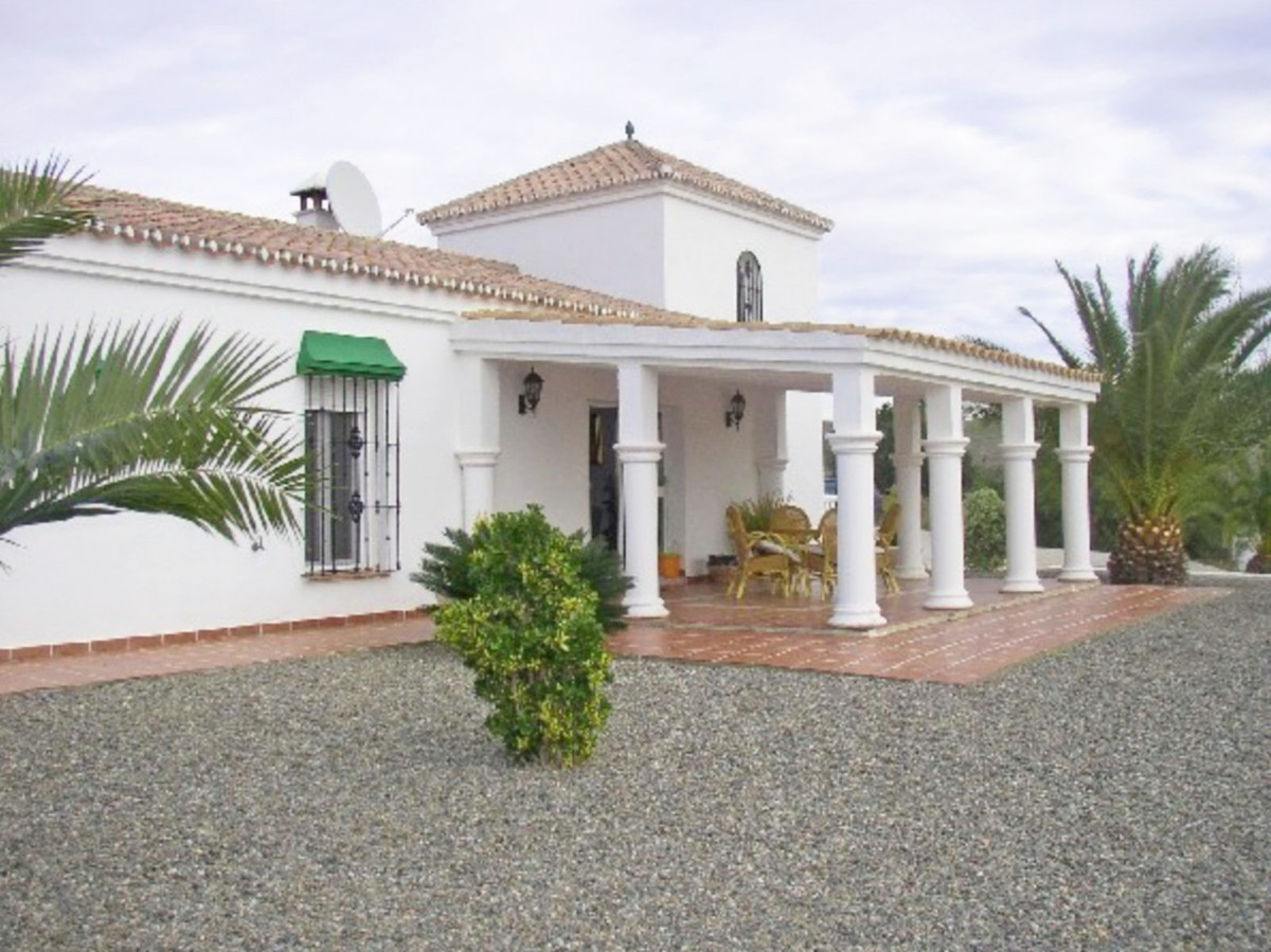 2 detached Villas with 2 pools  On 33.527m2 of land, these 2 villas both have their own driveway. Th,Spain