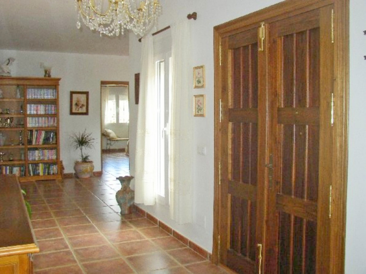 House in Alora R3569632 19