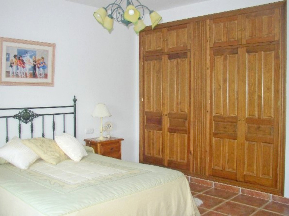 House in Alora R3569632 21