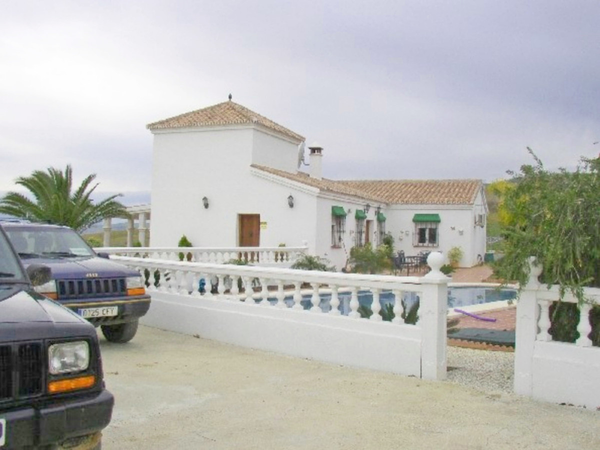 House in Alora R3569632 3