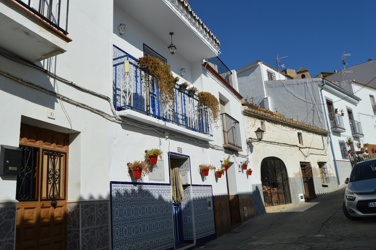 Town house with garage near the castle of Alora.  After walking through the door we are directly in ,Spain