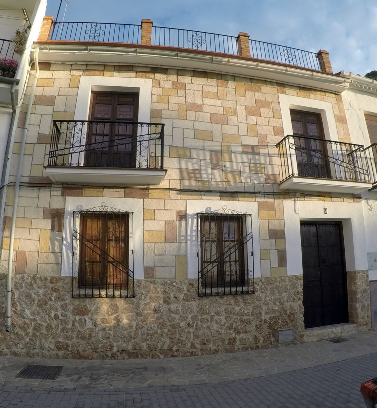 This impressive, large town house enjoys a privileged location in the centre of the Andalucian puebl,Spain