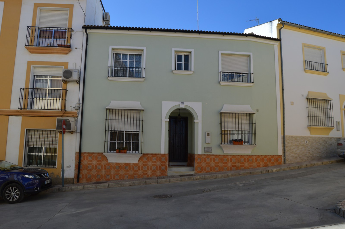 !! REDUCED IN PRICE !!  from € 150.000,- now € 129.000,-  Beautiful town house near the center of Ca, Spain