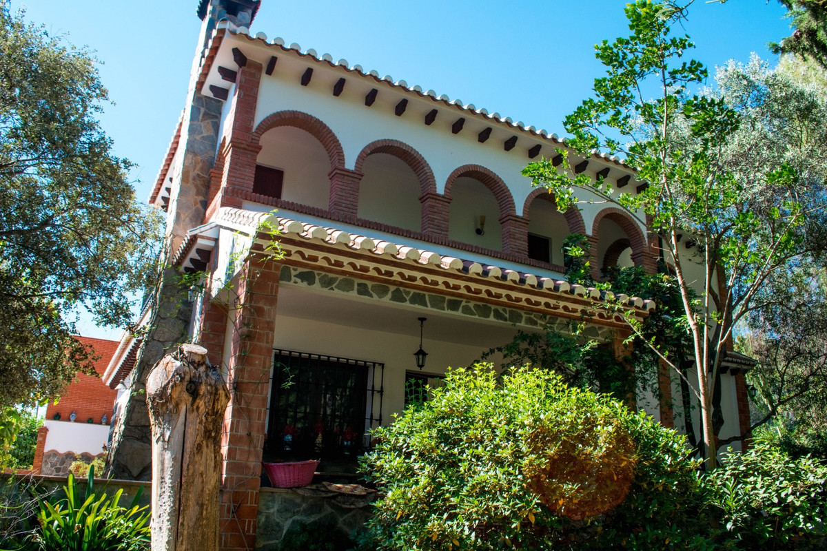 Very well built house in the perfect location.  It is very special when we get properties like this ,Spain