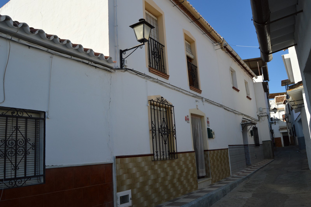 Well maintained village house in Alora  You enter this well maintained village house directly from t,Spain