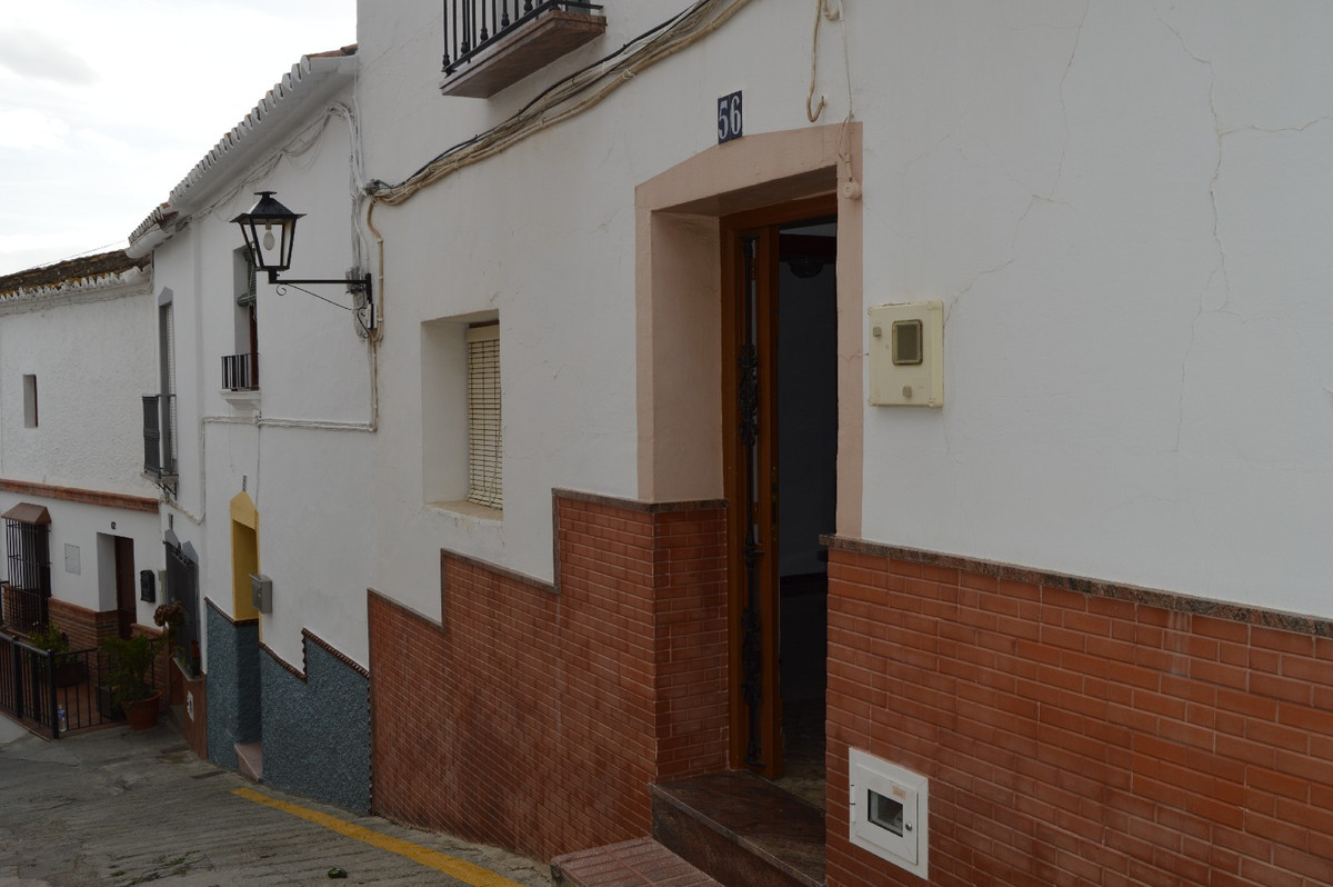 Lovely village house in Alora could be devided in two large apartments.  Lovely village house close ,Spain