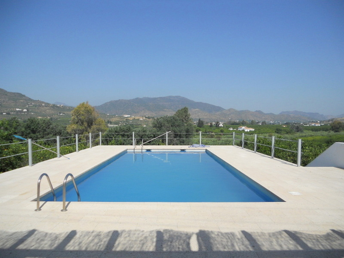 A stylishly reformed semi detached villa which has been finished to a very high standard, set on 4,4,Spain