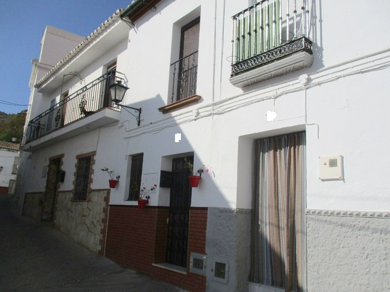 This traditional 78m2 village house is located in a residential street of Alora pueblo and is offere, Spain