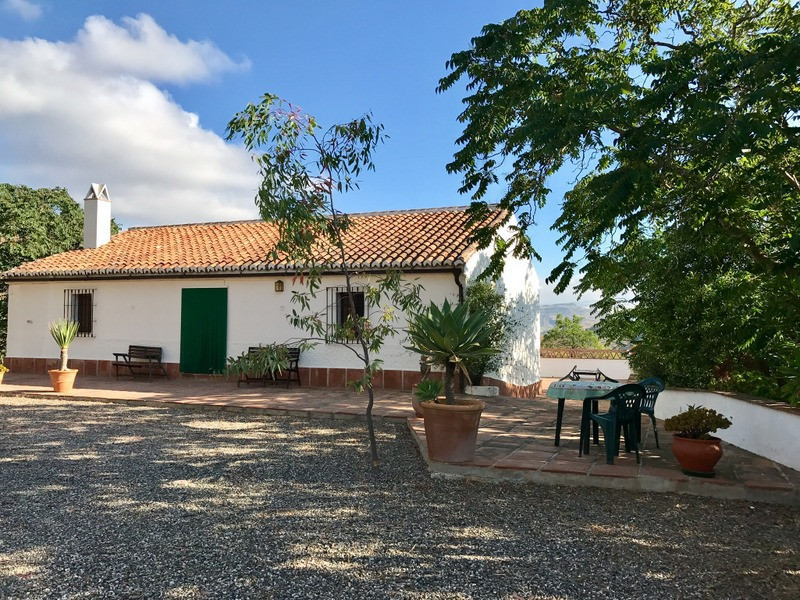 Very charming and stylish country house located about 12 km from Alora pueblo.  62.000 m2 of land.  ,Spain
