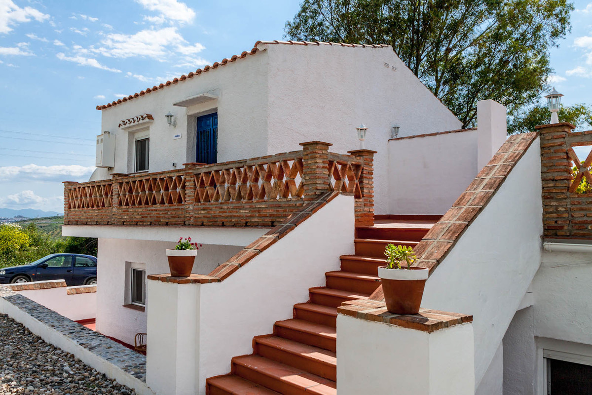 A nice small resort just outside Alora. The complex comprises 5 apartments and an owner apartment.  , Spain