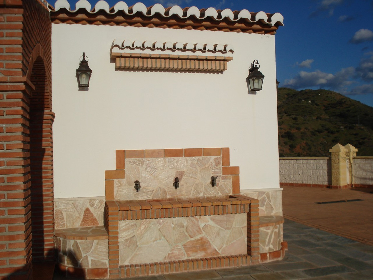 House in Alora R2524640 11