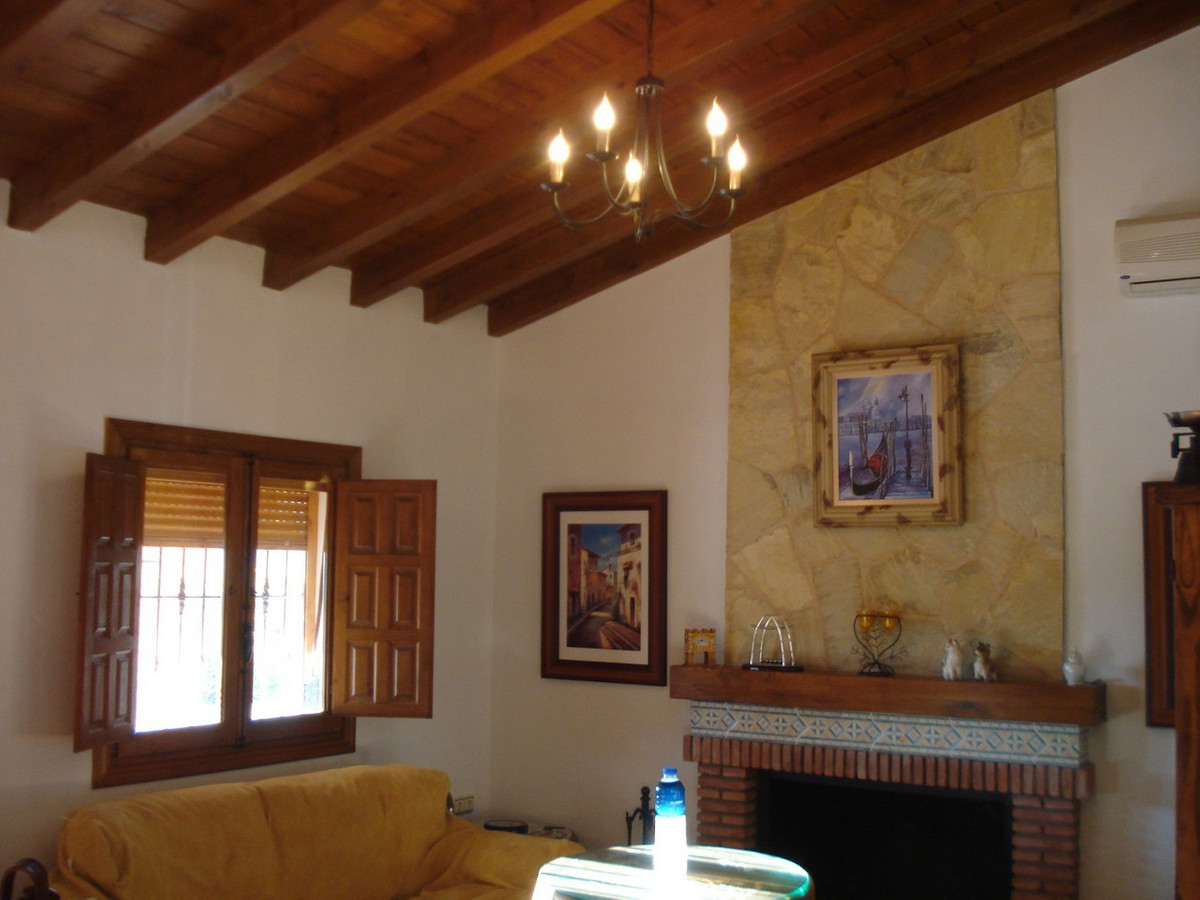 House in Alora R2524640 15