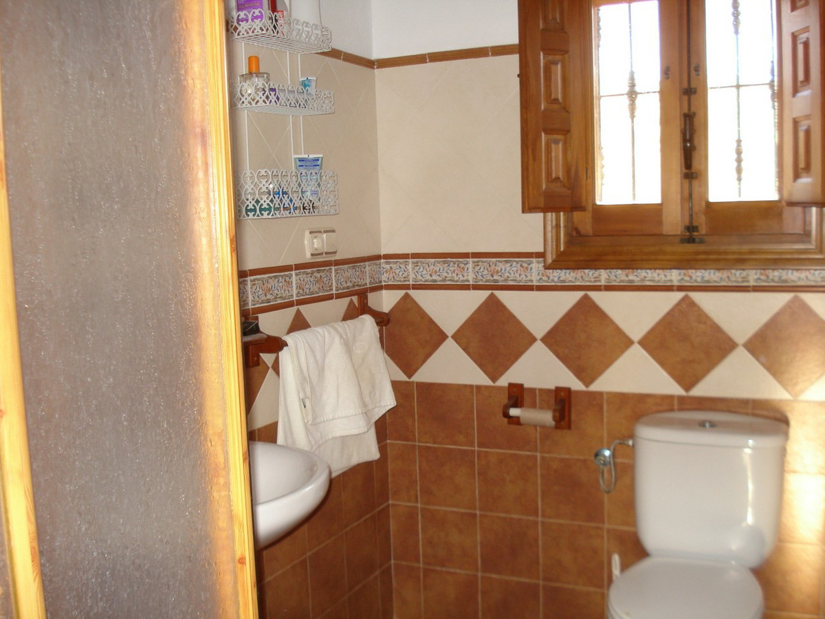 House in Alora R2524640 17