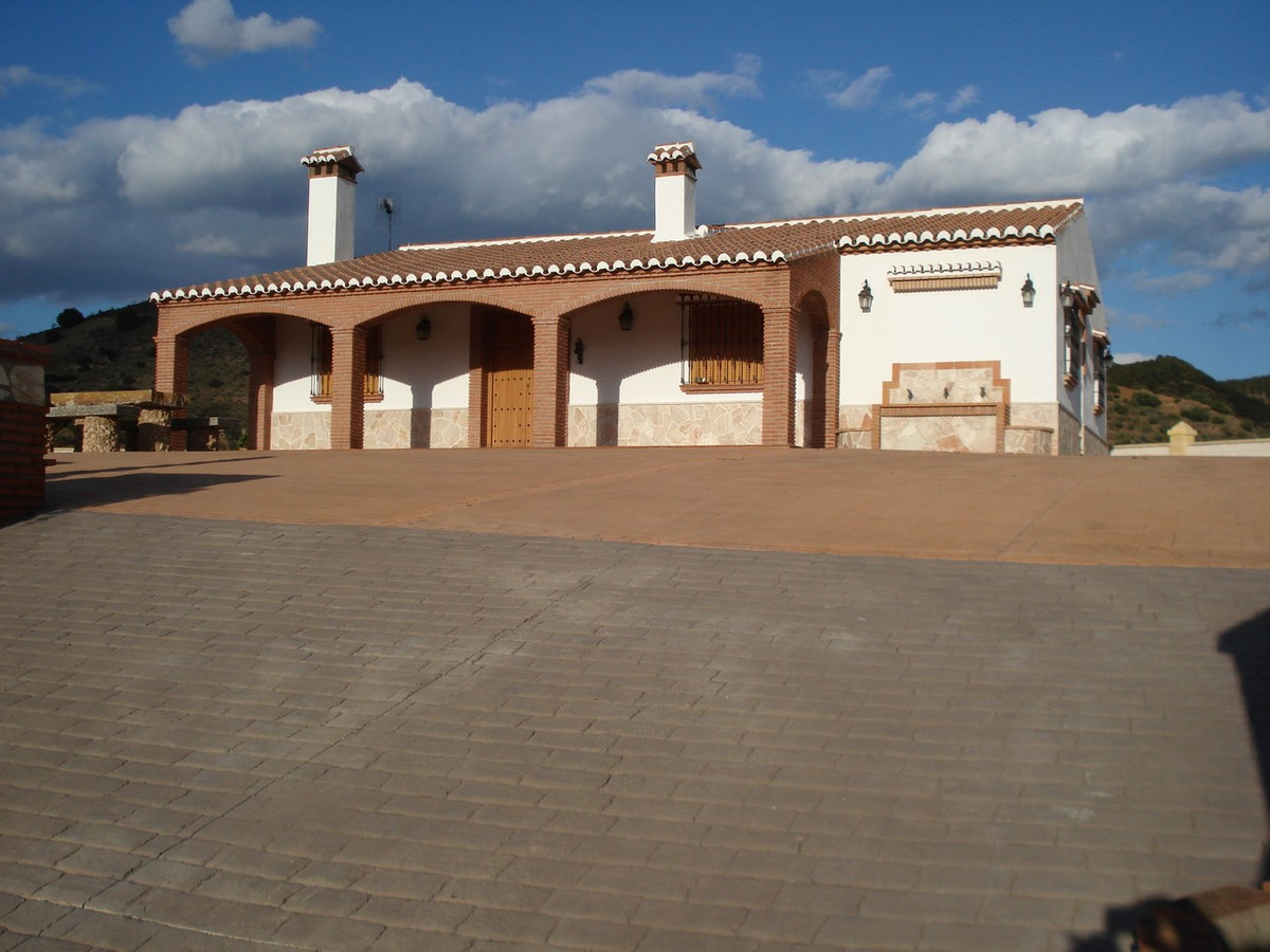 House in Alora R2524640 2
