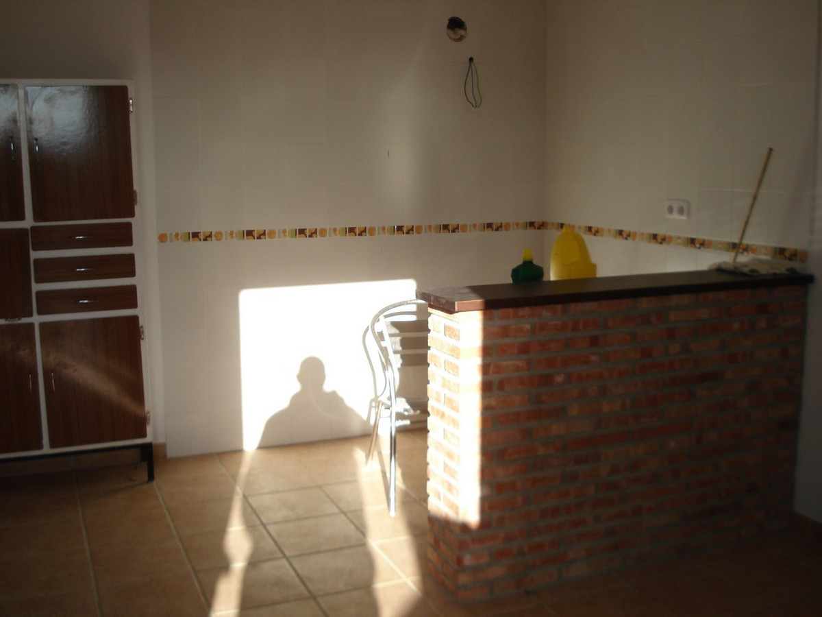 House in Alora R2524640 24