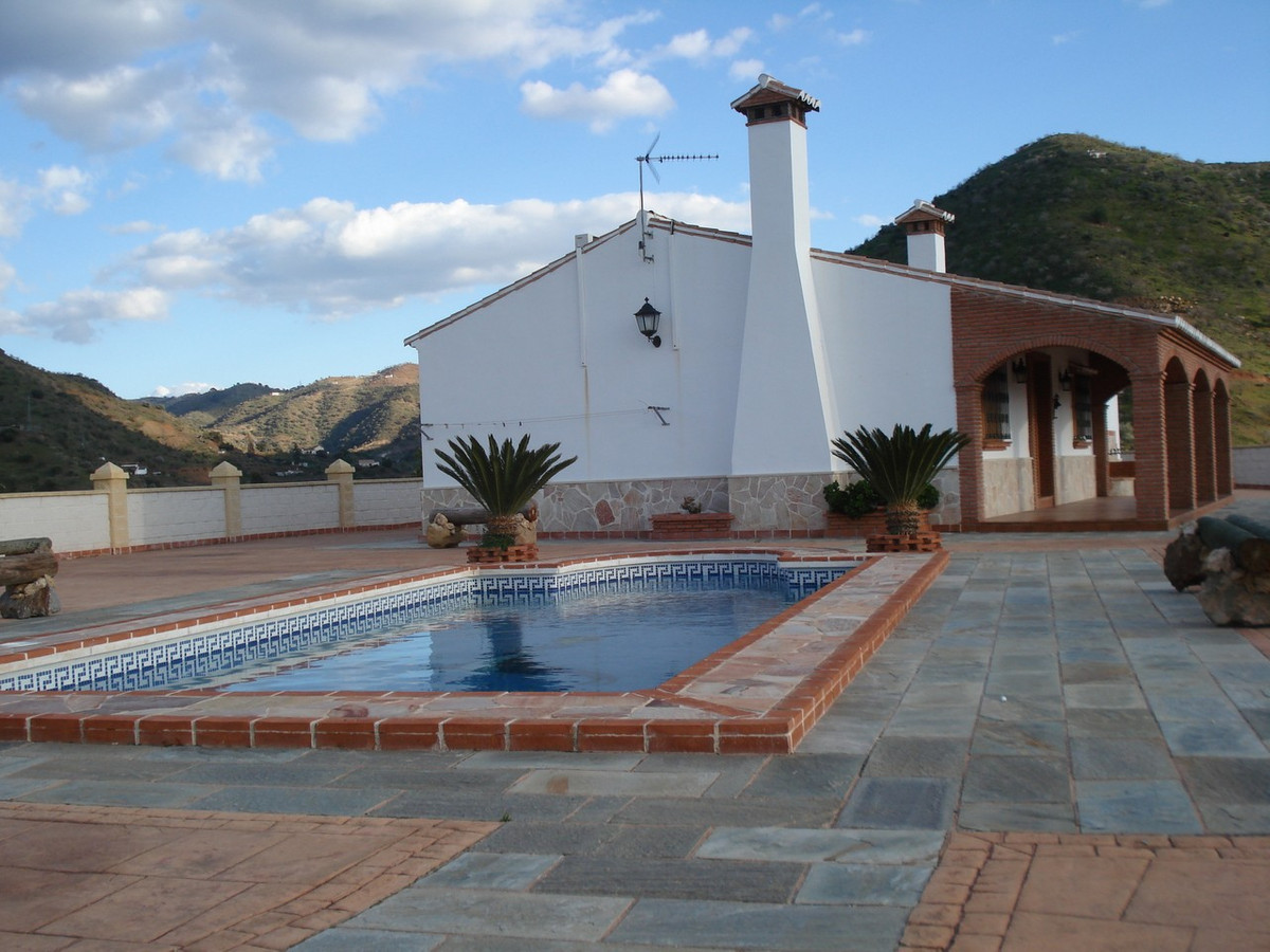 House in Alora R2524640 5