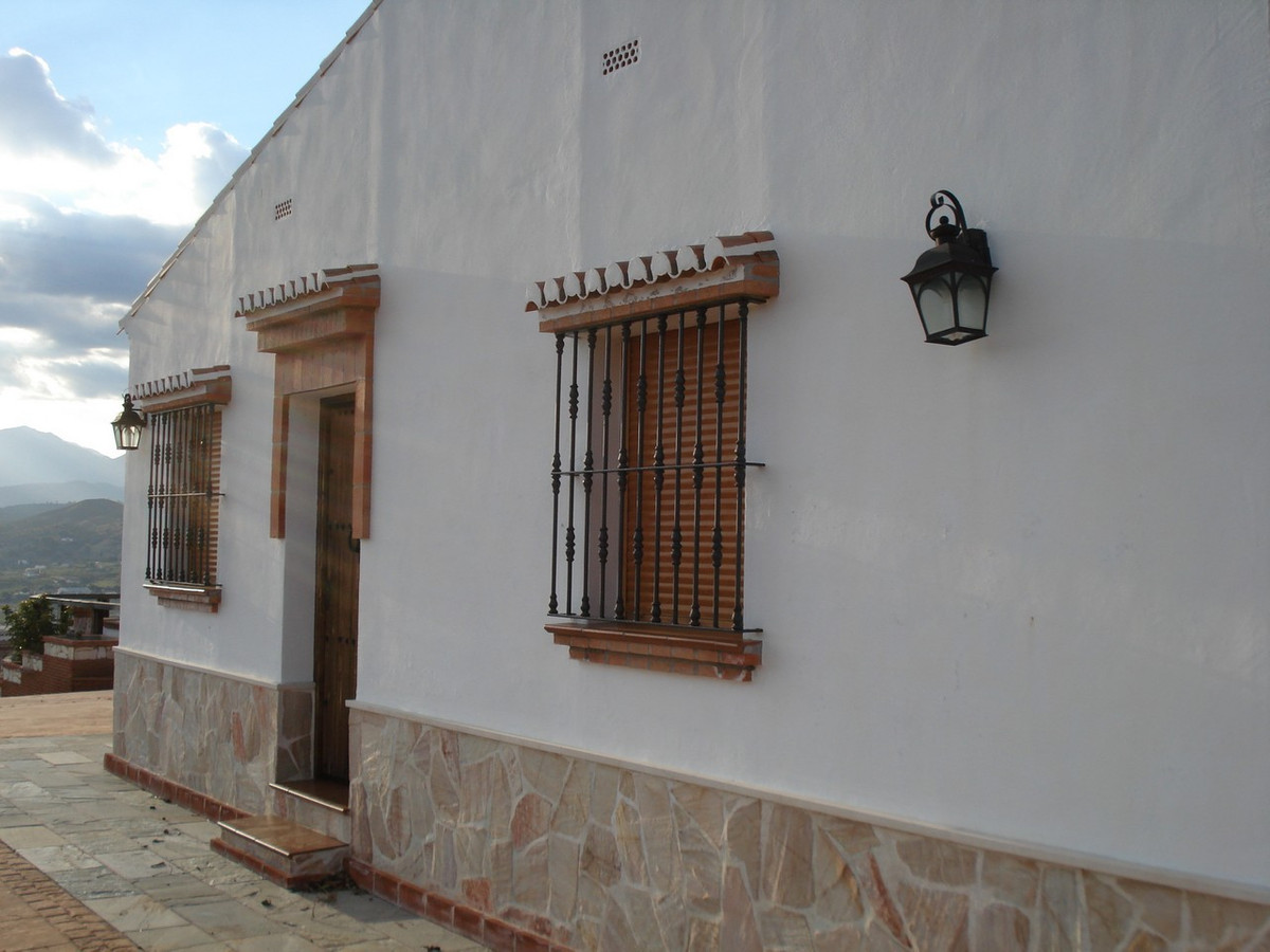 House in Alora R2524640 7