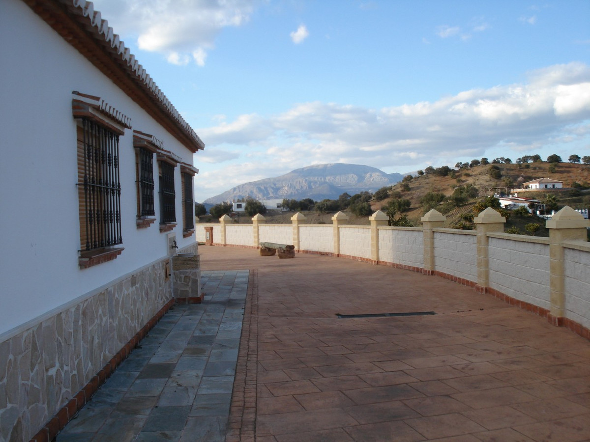 House in Alora R2524640 8