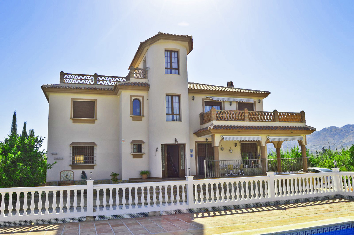 Large house divided into 3 apartments.  This quality house is located in a prestigious district in A, Spain