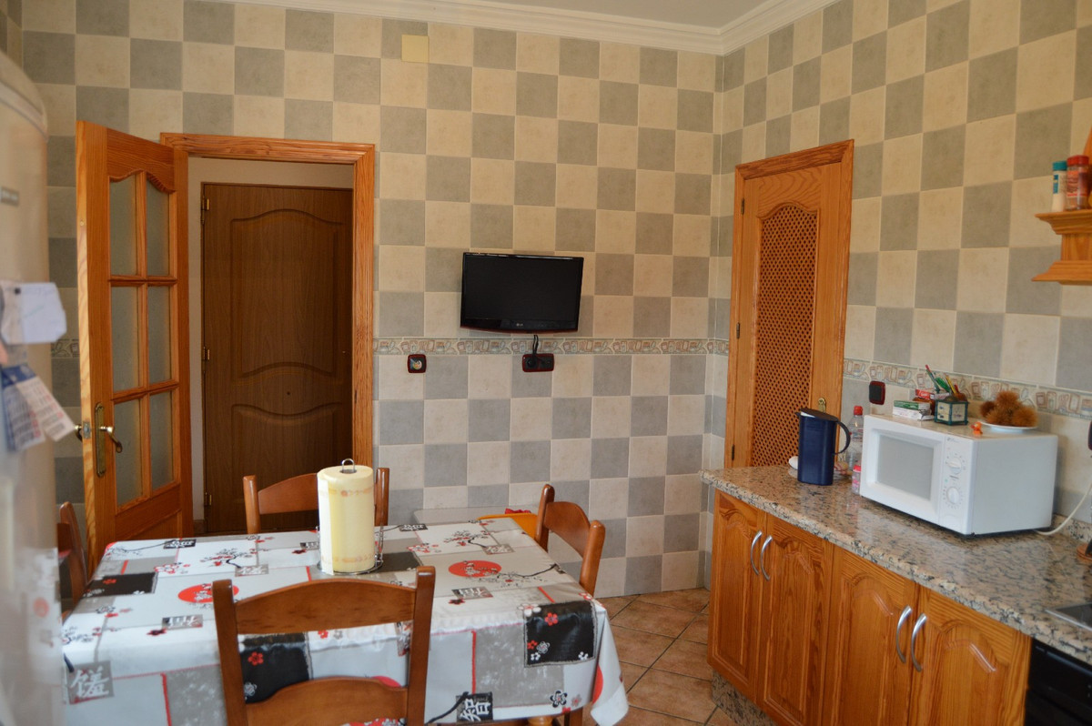 House in Alora R2664230 10